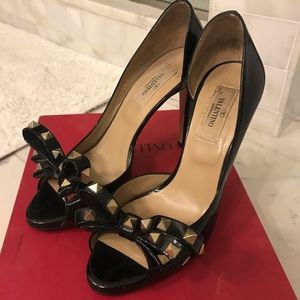 Valentino Rockstud Bow D'orsay pumps. 37